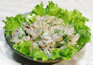 Как приготовить салат с курицей и грибами