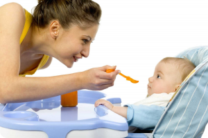 Как правильно начать прикорм ребенка