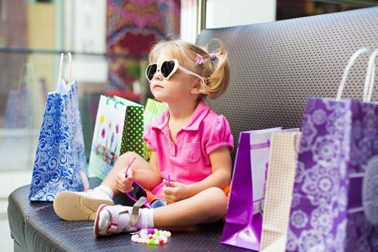 ребенок с покупками