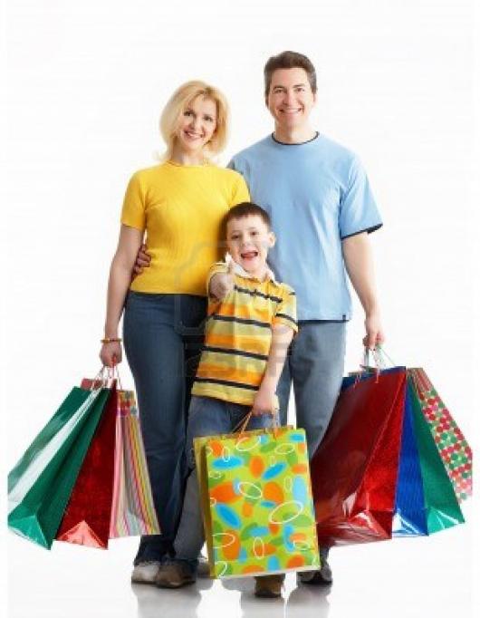 семья с покупками