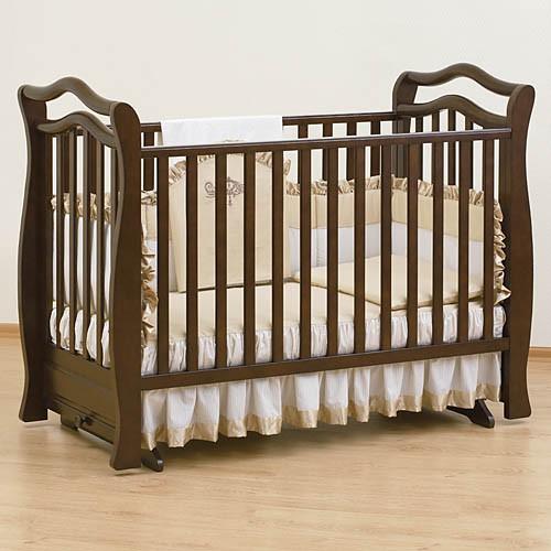 коричневая детская кроватка