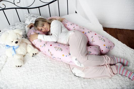беременная спит на подушке