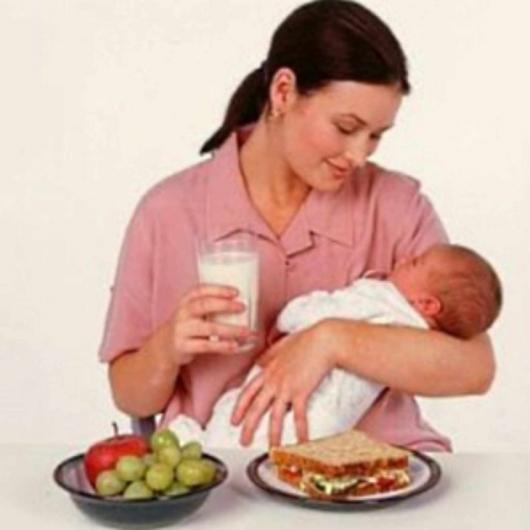 прием пищи мамы с малышом