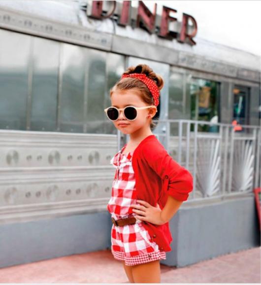 модно одетая девочка
