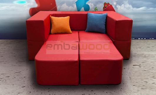 красная двуспальная детская кровать