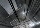 Маленький ребенок упал в шахту лифта