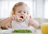 Регулярный завтрак улучшает умственные способности ребенка