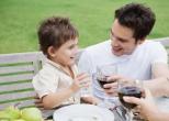 Родители сами приучают детей к алкоголю