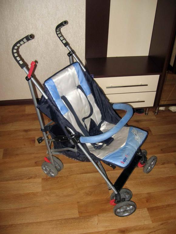 Когда ребенка сажают в прогулочную коляску 49